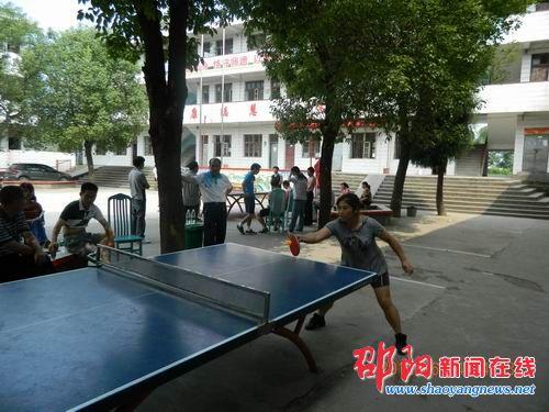 隆回县岩口镇教师乒乓球赛镇小包揽冠军-邵英国高中2015图片
