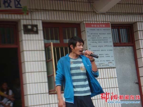 邵阳县小溪市乡中学举行校园歌手大赛图片