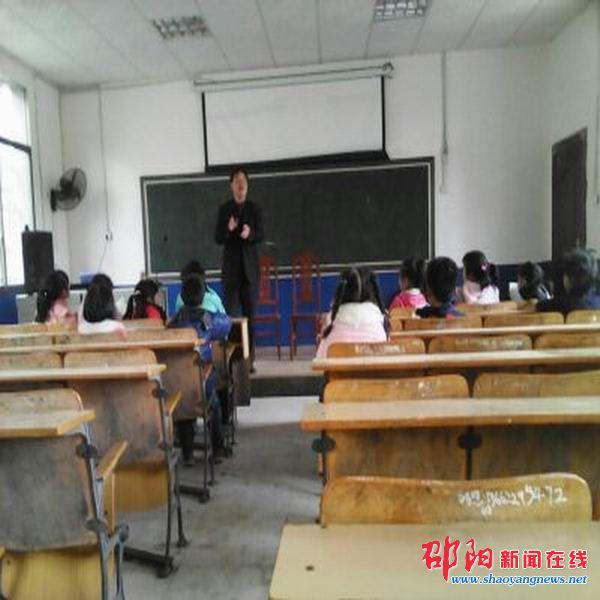隆回县天福学校掀起唱校歌热潮