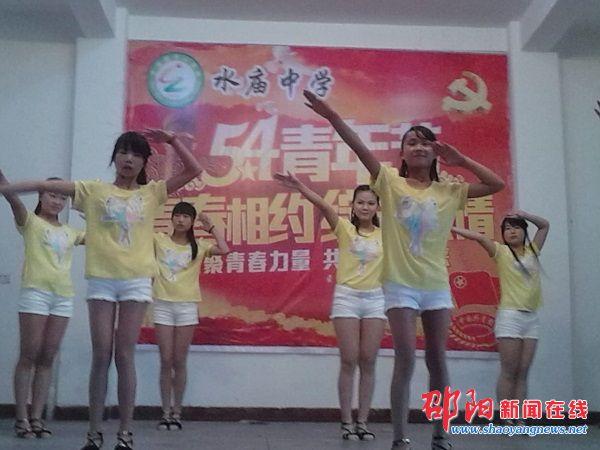 邵阳新闻   在线讯(通讯员 李保文 水庙中学礼堂里早就座无虚席,图片