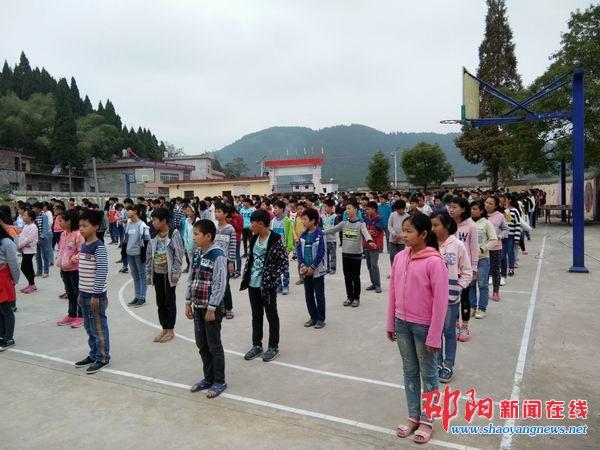 隆回县石门中学召开2016下学期首次月考总结暨表彰大会