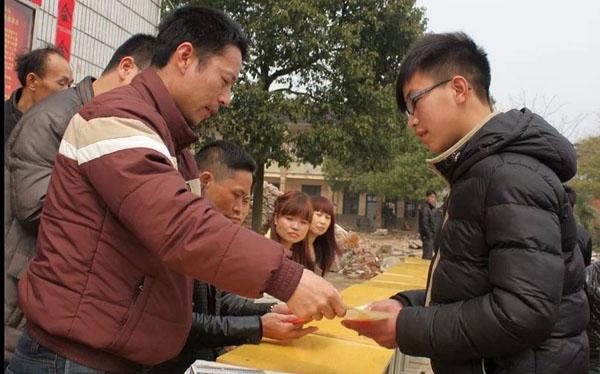 邵阳县郦家坪镇杉木桥中学的学生们