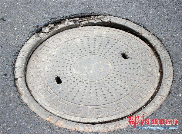 让脆弱的下水井盖不再脆弱 热心市民来支招