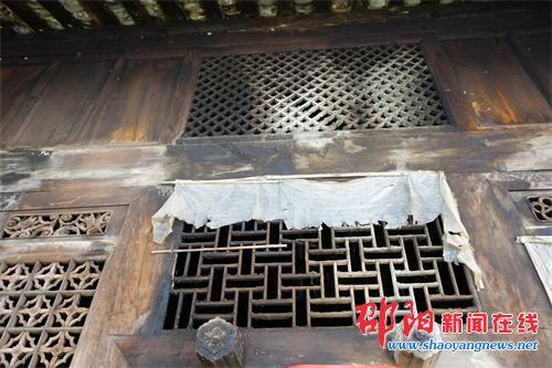 隆回县滩头镇惊现乾隆年代古建筑 墙体保存完好